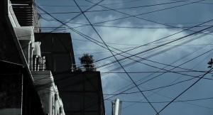 ¿Quien habrá sido el genio que cubrió los cielos de cables?