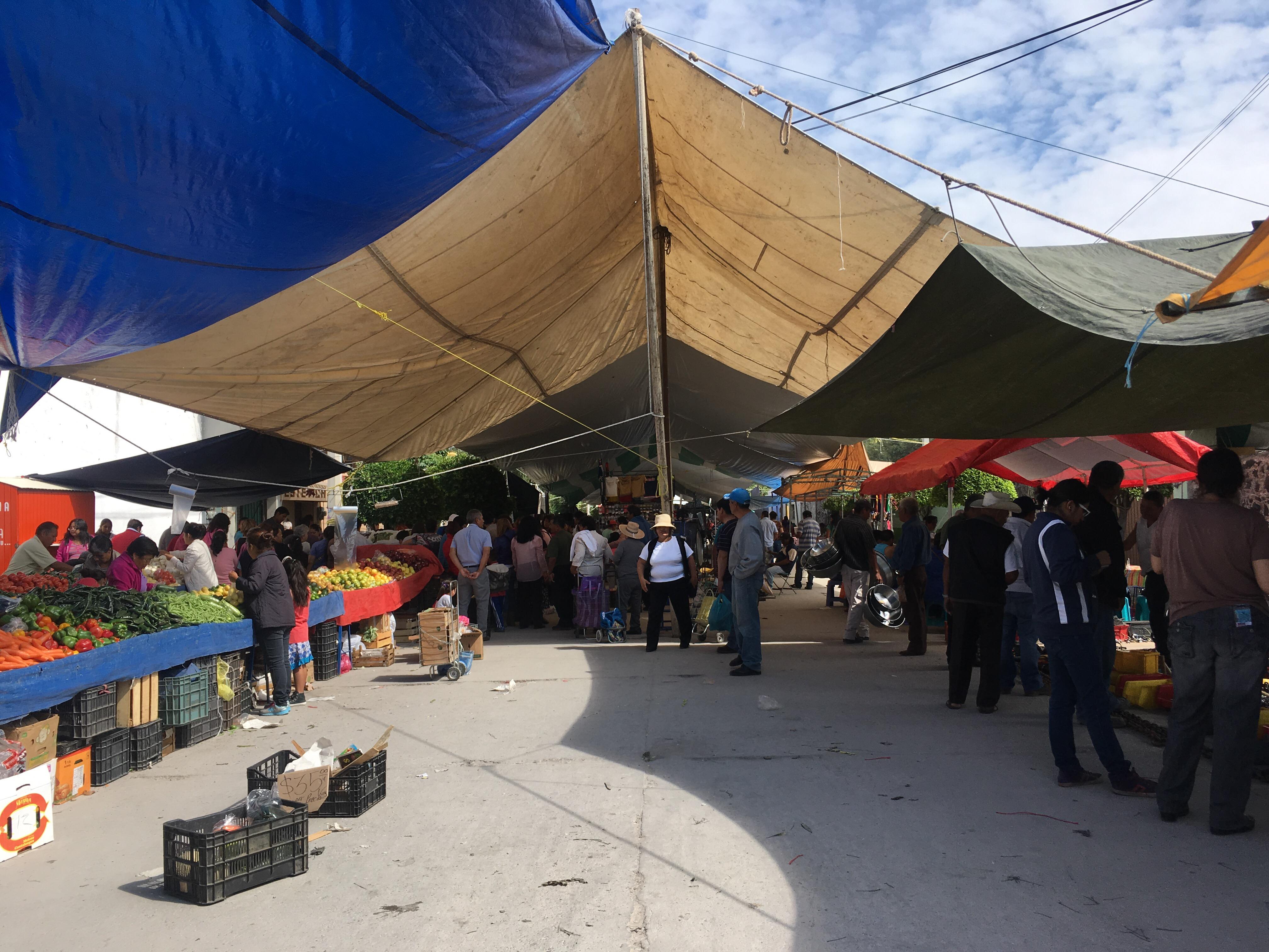 Mercado sobre la calle